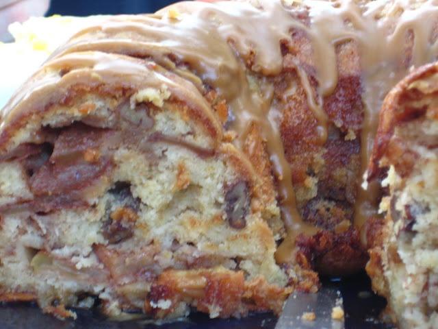 Cinnamon Apple Cake with Caramel Glaze | cakes | Pinterest
