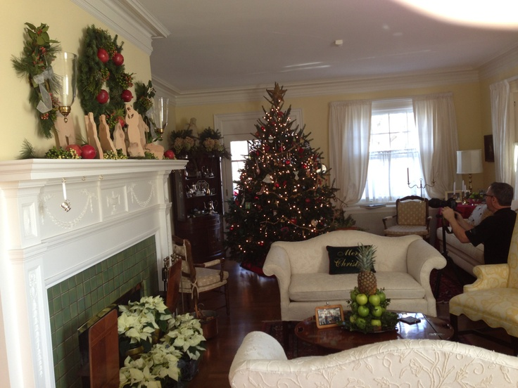 Williamsburg style christmas indoor decorating pinterest for Williamsburg home decor