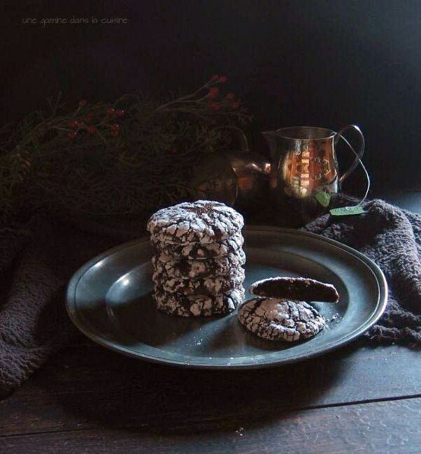 Dark Chocolate Ginger Molasses Crackle Cookies | une gamine dans la ...