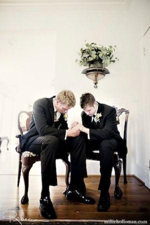 best man & groom praying before the wedding!