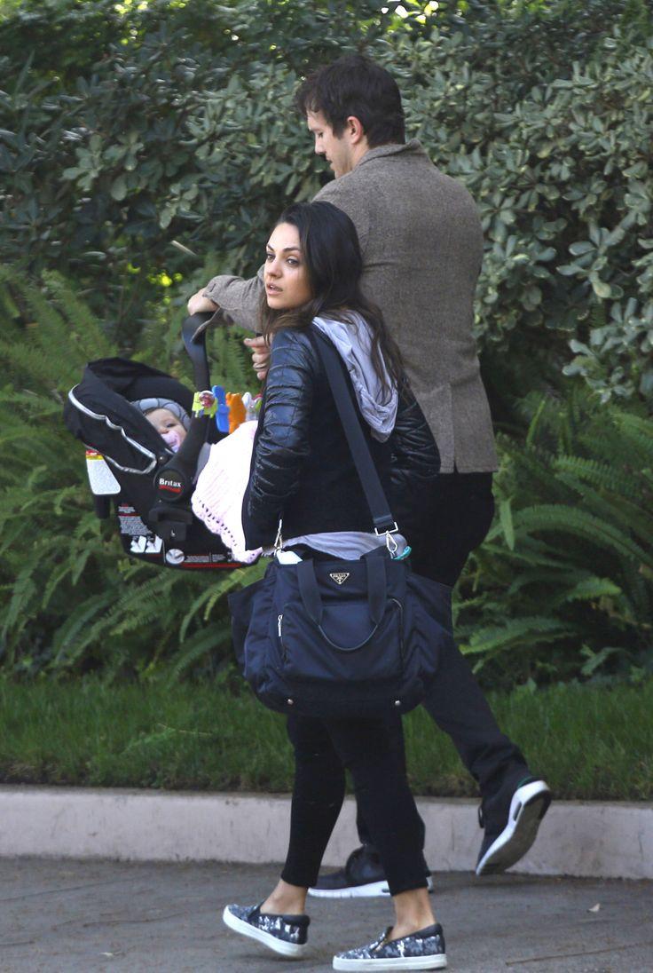 Эштон катчер и его жена и ребенок фото