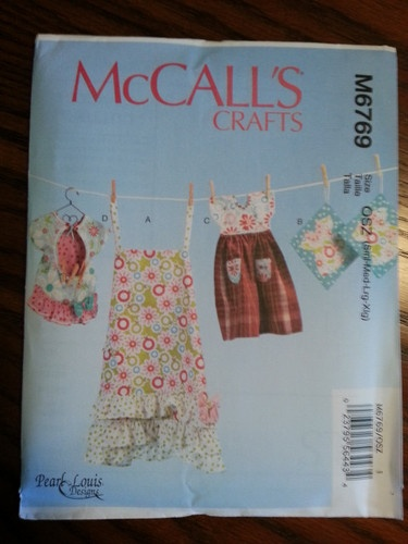 McCall's Pattern M6769 Apron, Potholders, Clothes Pin Bag, Oven Door Towel
