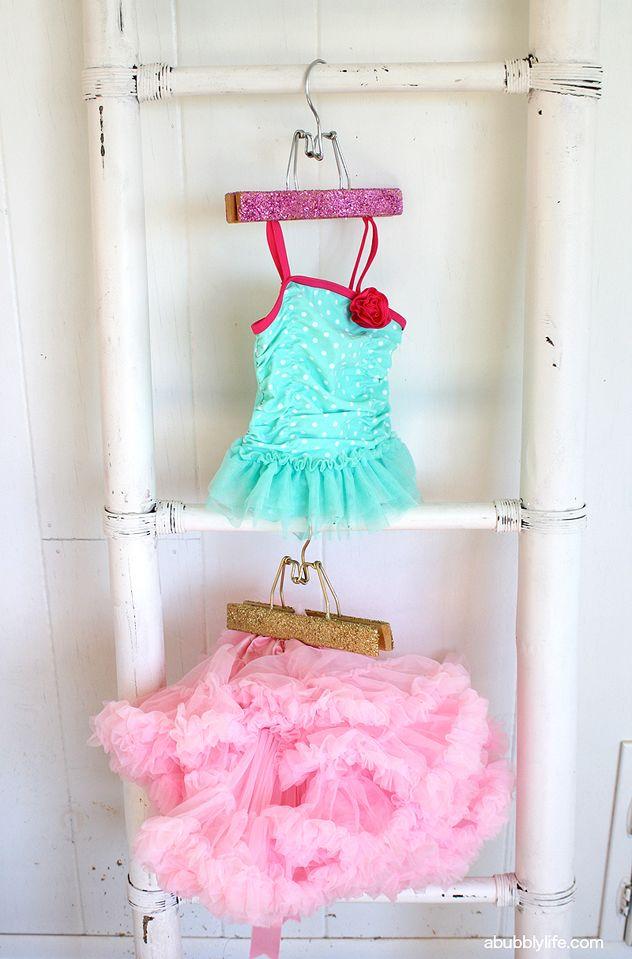 Glitter Hangers #DIY & Avoid Getting Glitter Everywhere Tip!