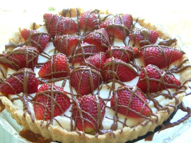 Strawberries and Cream Cheese Tart | Looks Yummy | Pinterest