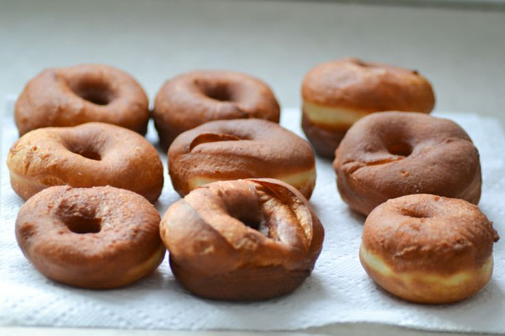 birthday doughnuts // warm vanilla sugar | 180'c | Pinterest