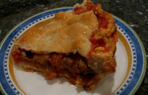 What's The Best Way To Reheat Pie?    http://spicewomancooks.wordpress.com/2010/08/10/what%E2%80%99s-the-best-way-to-reheat-pie-%E2%80%93-microwave-toaster-oven-or-regular-oven/