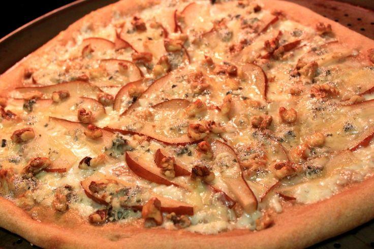 pear gorgonzola and walnut pizza | Favorite Recipes | Pinterest