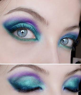 Azul e roxo.