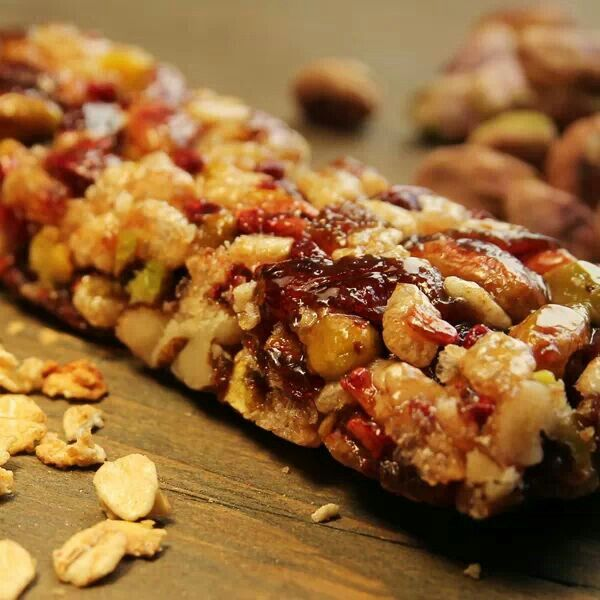 Chewy granola bars | Healthy snacks for the lunch box | Pinterest
