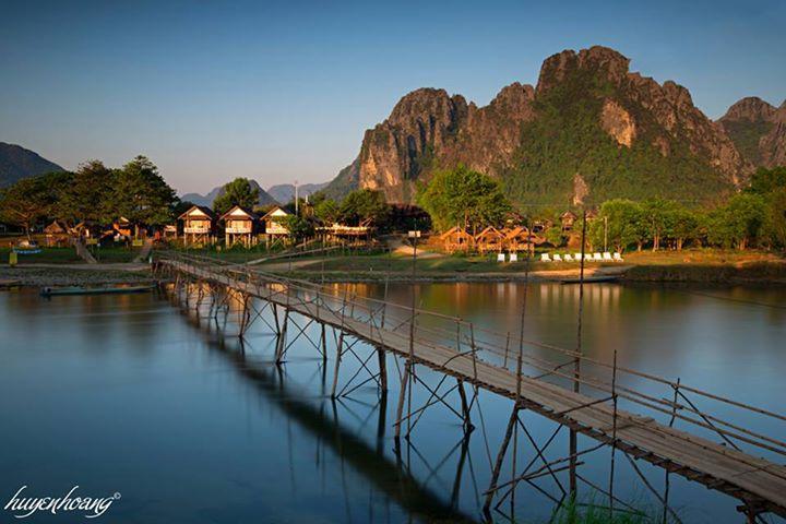 Cầu bắc qua sông Nam Song