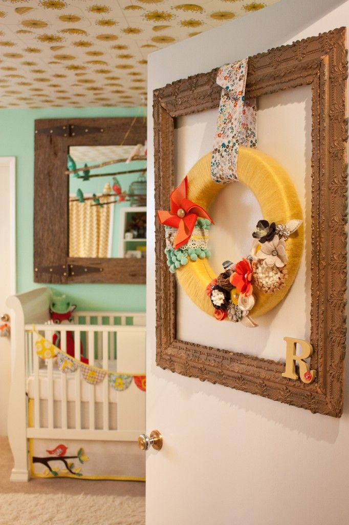 Yarn wreath on nursery door - #yarn #nurserydecor