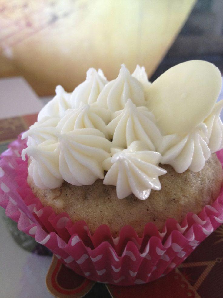 Banana Cupcake With White Chocolate Cream Cheese Frosting