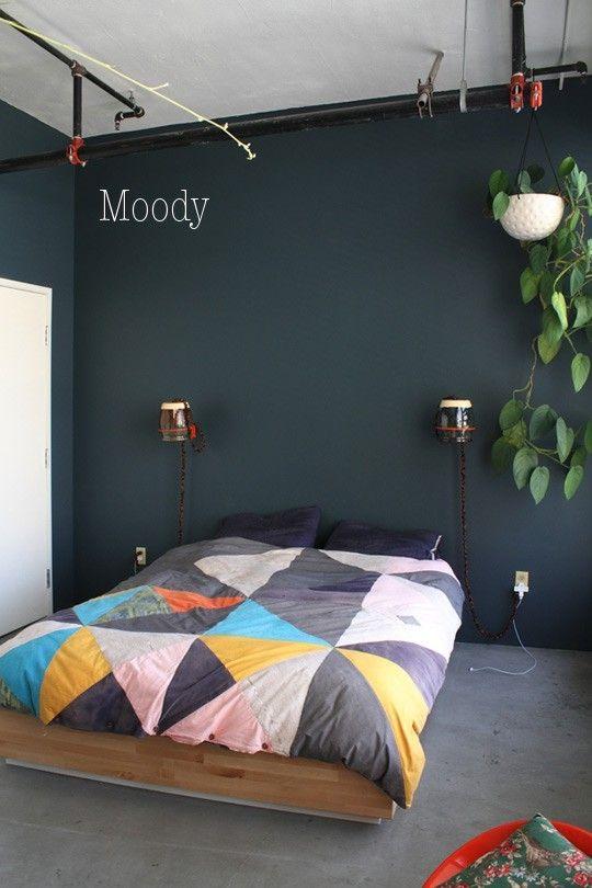 grey wall, triangles, plants