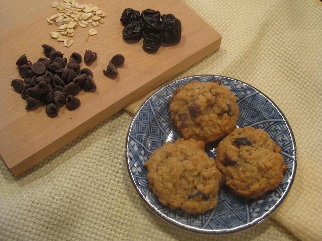 Cherry Chocolate Oatmeal Cookies | I'm hungry | Pinterest