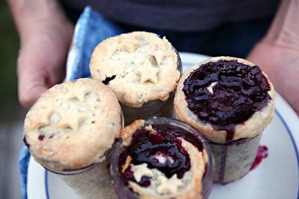 Blueberry Pies in Mason Jars | C a v i t i e s | Pinterest
