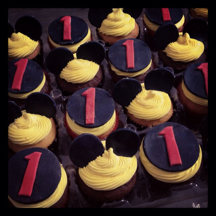 Mickey Mouse cupcakesMickey Mouse 1st Birthday Cupcakes