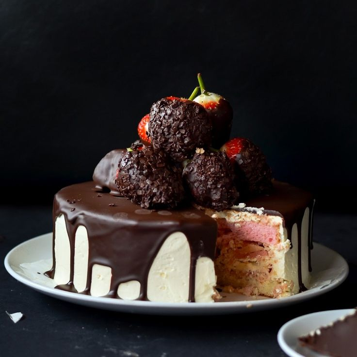 Chocolate Dipped Strawberry Cake | So delicious to eat! | Pinterest