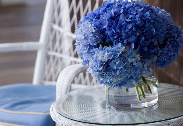 Темно-синий,  голубой,  лазурный,  небесно-голубой,  ультрамарин — существует множество оттенков синего. Это цвета спокойствия и умиротворенност...