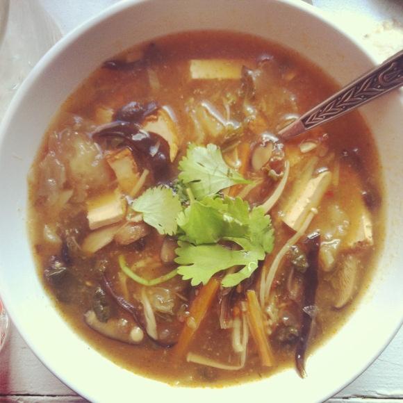 VEGAN HOT AND SOUR SOUP | Taste me | Pinterest