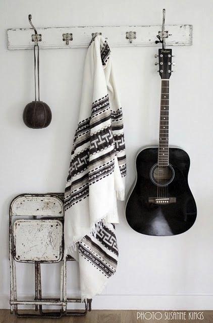 Black & white decor  (Instagram: the_lane)