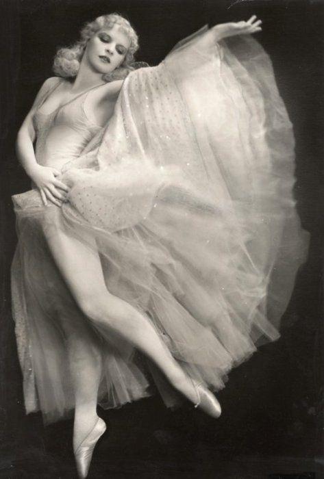 Ballerina Harriet Hoctor in a heavenly dress, 1930s.
