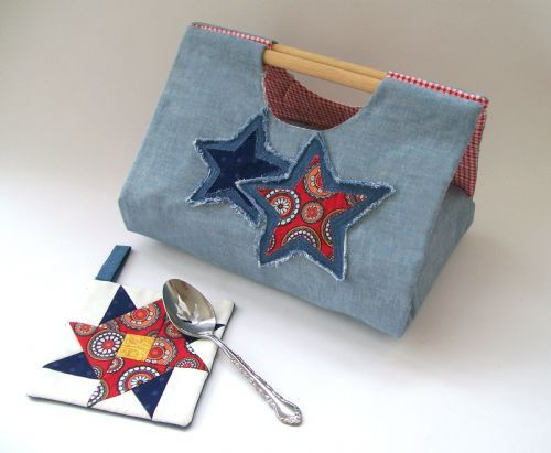 """Casserole Cover - Create a handy tote for your favorite 9"""" x 13"""" casserole dish. #4thofJuly"""