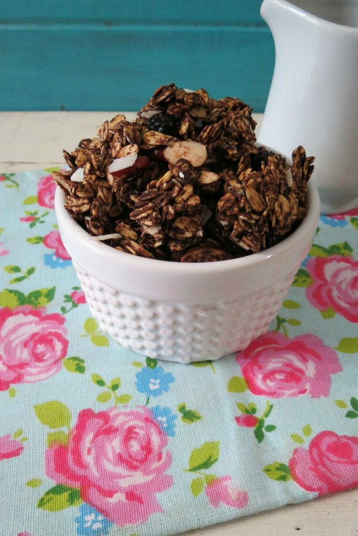 Chocolate Cherry Granola - A crunchy, healthy, vegan, chocolate ...