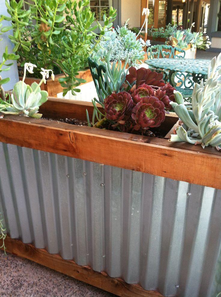 Corrugated metal planter box corrugated pinterest for Domon emilie