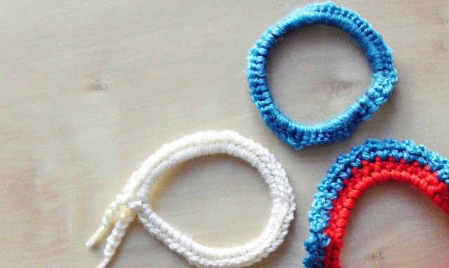 DIY: crocheted hair ties Knit and Crochet Pinterest