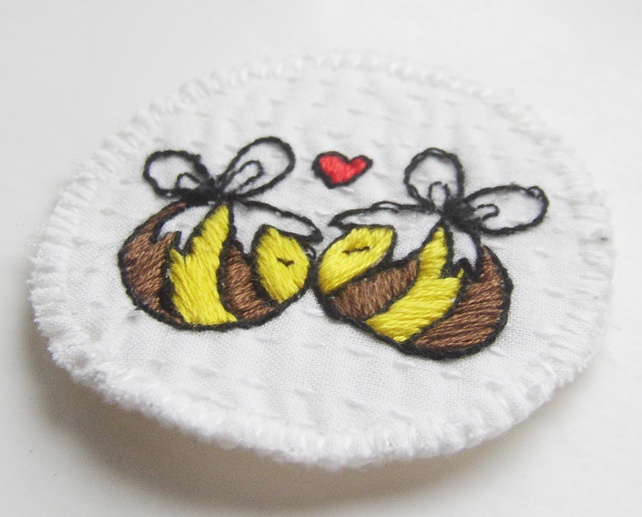 Hand Embroiderd Badge Kissing Bees £5.00 | hand embroidery ...