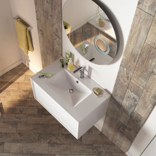 Pin by maison nette on bathroom pinterest for Salle de bain avec carrelage imitation bois