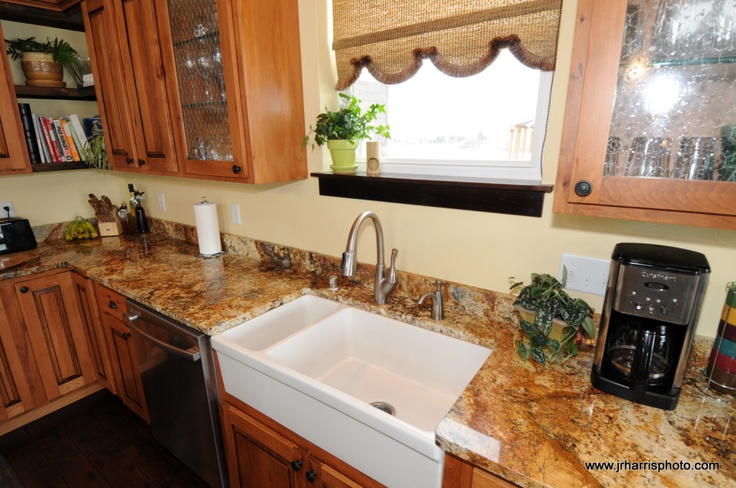 unevenly divided farm-style sink Flippin Out Pinterest