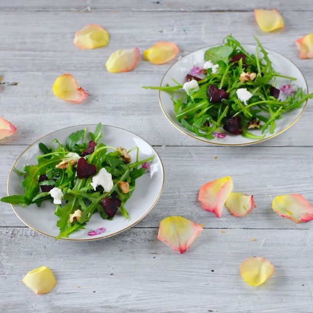 ... day: aragula salad with beets, goat cheese and walnuts | 4Pure