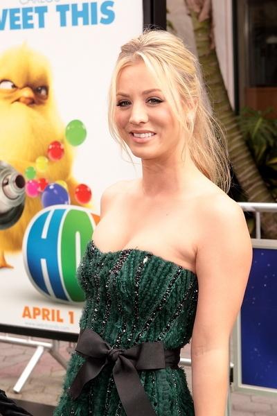 Kaley Cuocos blonde, ponytail hairstyle