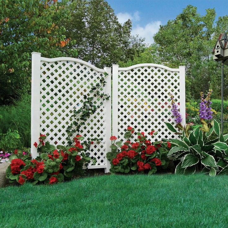 Barrette 32 in x 46 in white vinyl polyresin outdoor for Outdoor privacy screen white