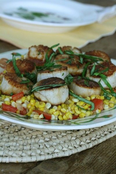 Seared Scallops with Corn and Tomato Succotash #seafood