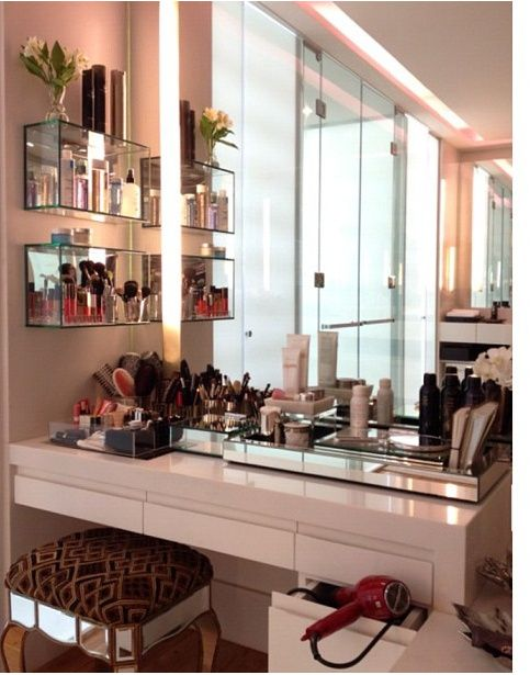 Make-up room !!! definitely doing this !!!