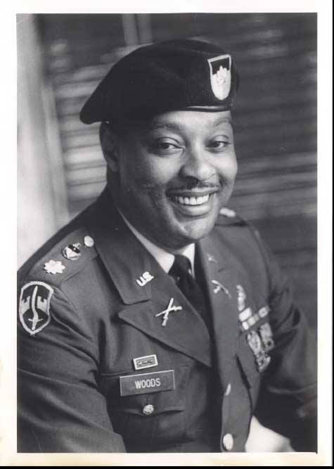 earl woods An educator, top-ranked college ball player and green beret who served in vietnam, earl woods reveals the instruction and training secrets that went into raising a.