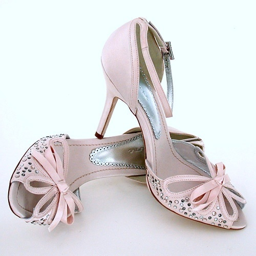 pale pink bridal shoes treat your