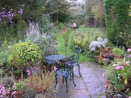 pretty cottage garden Garden Pinterest