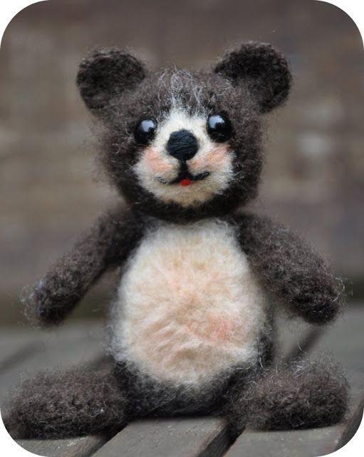 Amigurumi Little Bear : Free Amigurumi pattern little bear Pom Bears Teddy Bears ...