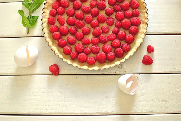 brown butter raspberry tart | NOURISH sweets | Pinterest