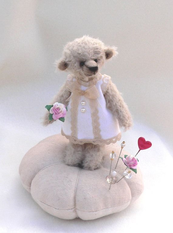 teddy bear pin cushion - i really have to make one