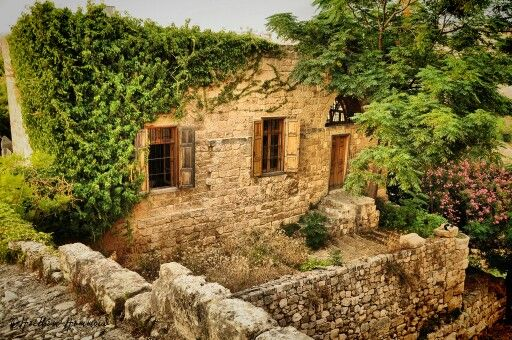 Old traditional lebanese house lebanon my homeland for Old traditional houses