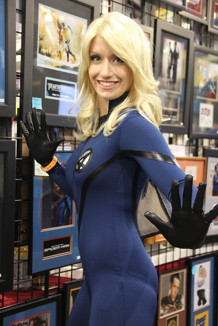 Invisible Woman Cosplay Invisible Woman | Cosp...