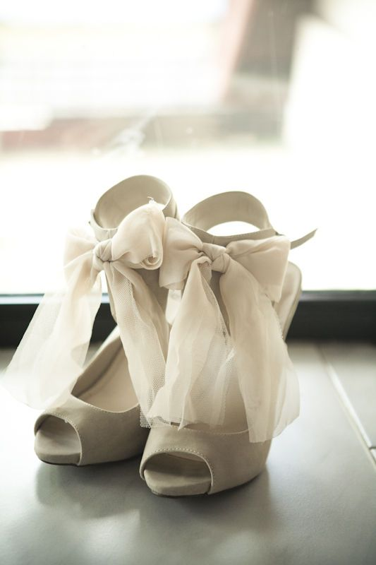 bows. love at first site.