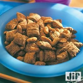 Double Peanut #SnackMix from Jif® is the perfect #party treat!