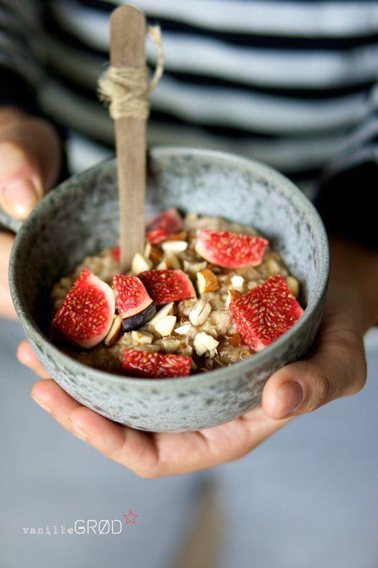 Oatmeal Porridge with Vanilla Cinnamon Almonds Honey and Figs - Recipe ...