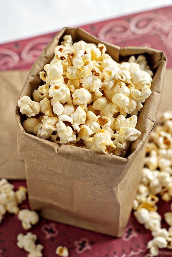 Stove Top Kettle Corn   heatherlikesfood.com #kettle_corn #popcorn