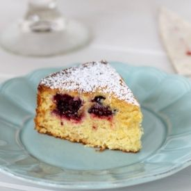 This Blackberry Cornmeal Cake has the subtle sweetness of honey and an ...